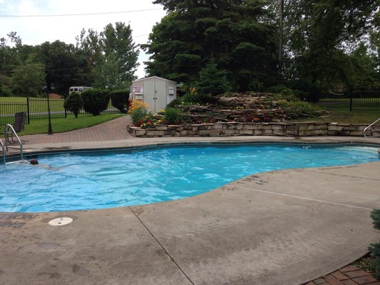 Country Squire Resort & Spa : Outdoor pool