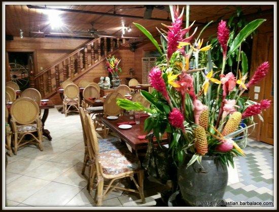 Lemongrass Grill Seafood & Bar : Inside View