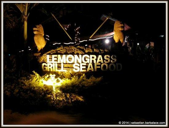 Lemongrass Grill Seafood & Bar : Entrance