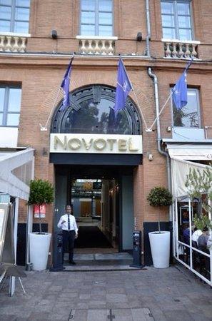 Novotel Toulouse Centre Wilson : L'entrée de l'hôtel