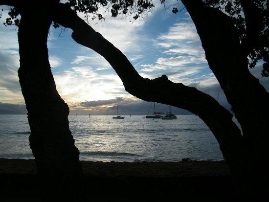 Old Lahaina Luau : Hermosa puesta de sol durante el evento