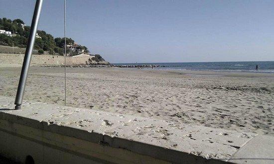 Voramar Restaurante: vista playa voramar EN INVIERNO