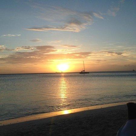 Atardi: Sunset at Simply Fish