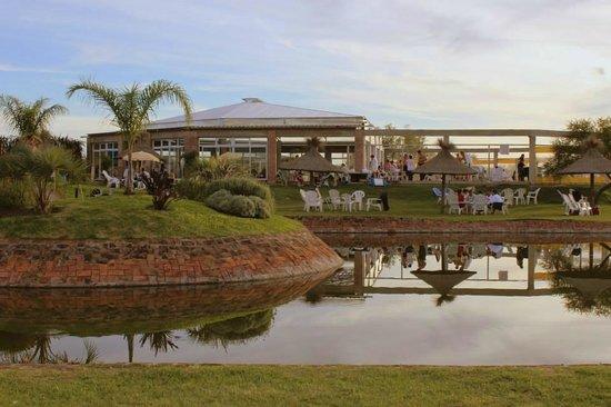 Termas de Guaychú: vista desde el lago