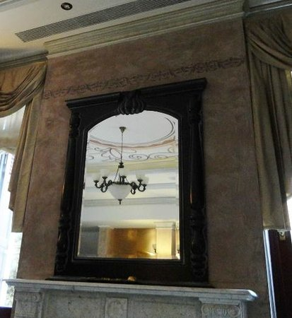 Theofilos Paradise Boutique Hotel: The fireplace