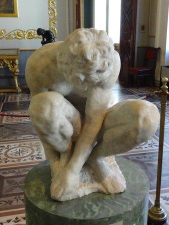 Eremitage und Winterpalais: A crouching Boy - Michelangelo Buonarroti