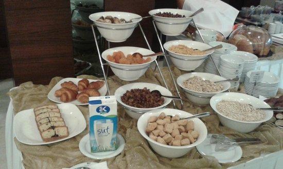 Eyuboglu Hotel: cereals and dried fruit