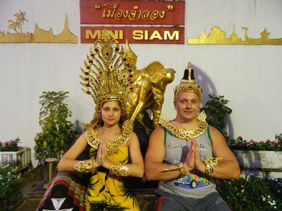 Mini Siam and Mini Europe: Король и королева