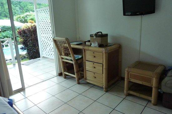 Pension de la Plage Tahiti : kleiner Schreibtisch