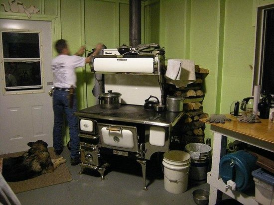 Rocky Mountain Escape Cabins: Kitchen