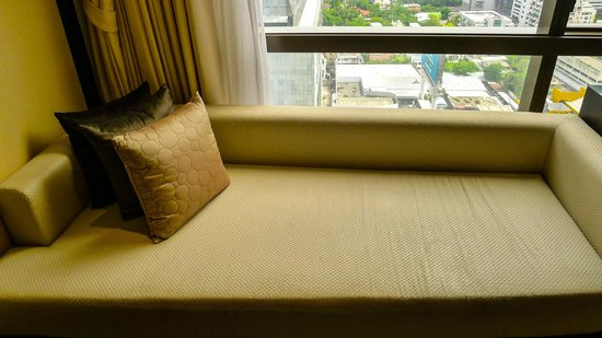 Banyan Tree Bangkok: Thai Daybed in our Club Room with views over Sathorn Road