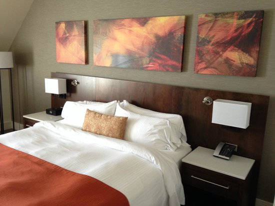 Delta Hotels by Marriott Victoria Ocean Pointe Resort: Room Decor