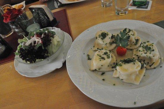 Zum heiligen Josef: canederli ed insalata