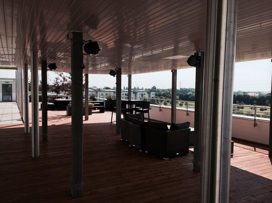 Holiday Inn Berlin Airport - Conference Centre: rooftop bar