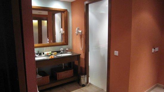 Hesperia Lanzarote: Dressing Area in room