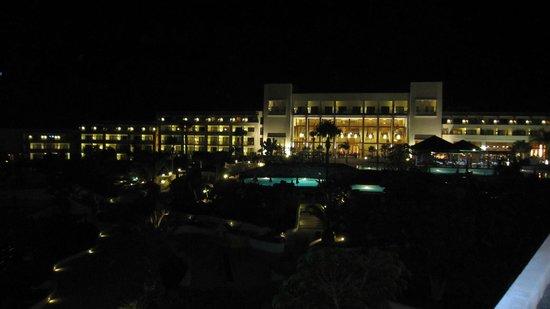 Hesperia Lanzarote: Hotel at night