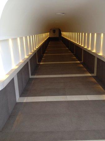 San Giorgio Palace Hotel: Corridor connecting underground level to hotel's elevator