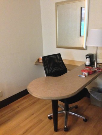 Red Roof Inn Chapel Hill: Workstation