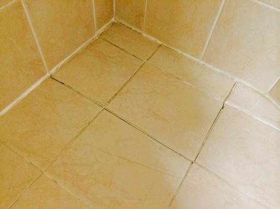 Hallmark Hotel Bournemouth West Cliff: the lovely bathroom floor