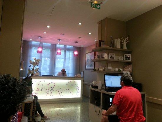 Hôtel L'interlude : Reception area