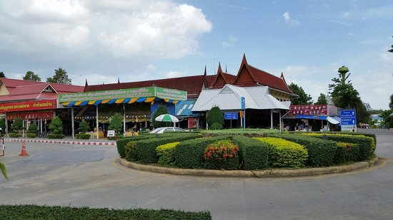 Huay Mongkol Temple: The surrounding  of this temple