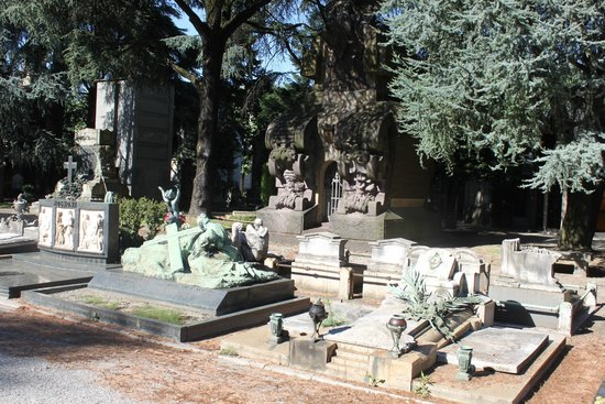 Monumental Cemetery: spectacular tombstones