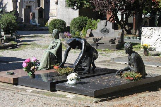 Monumental Cemetery: forever grieving