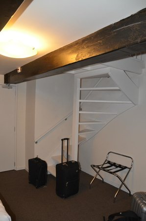 Ambassador City Centre Hotel: Spiral staircase leading to loft
