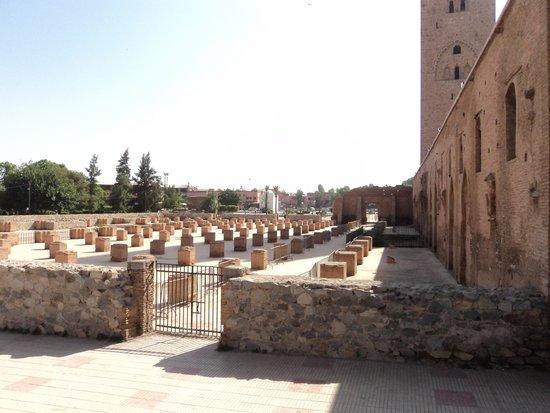 Koutoubia Mosque and Minaret: Túmulos