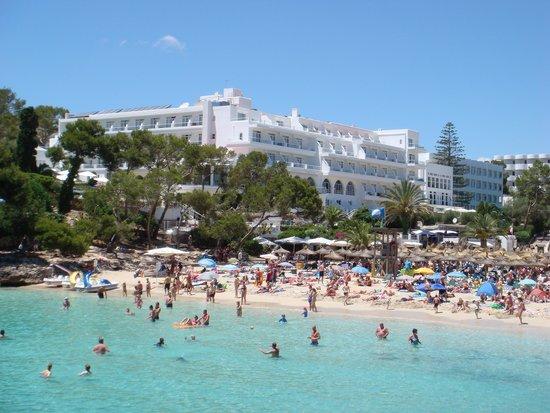 TUI SENSIMAR Rocador : Hotel gezien vanuit de baai.