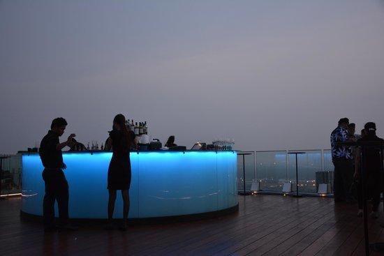 Bangkok Marriott Hotel Sukhumvit: Bar on the roof. 45th floor
