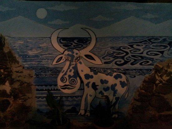LA VACA AZUL: En descendant de la terrasse en sortant du resto! La vacca vous dit!hasta luego...gracias;-)