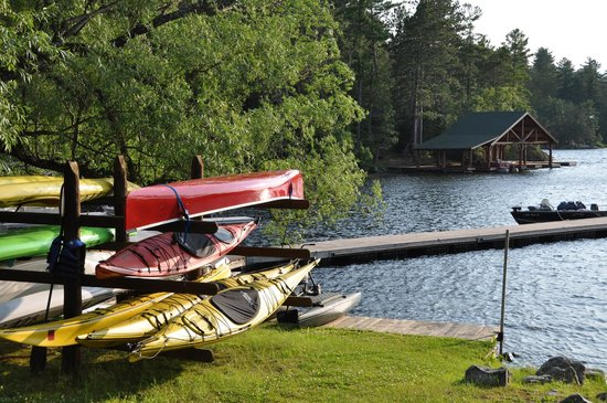 Burntside Lodge: Kayaks and canoes for rent