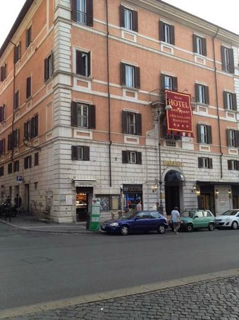 Antico Palazzo Rospigliosi: outside hotel entry
