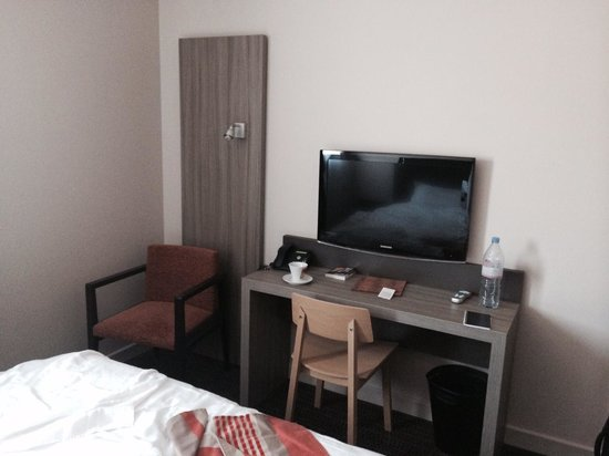 Best Western Plus Hotel & Spa de Chassieu : desk