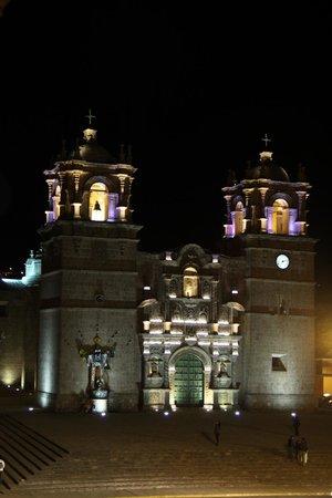 Hotel Hacienda Plaza de Armas: Vista nocturna desde habitación!