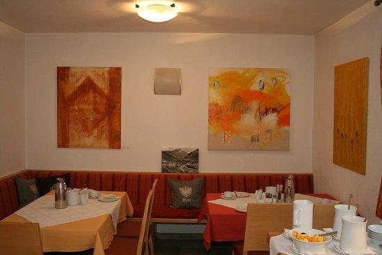 Zwei-Jahreszeiten: Frühstücksraum