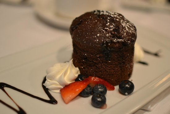 The Westin Poinsett, Greenville: Chocolate Lava Cake with honey-roasted berries...most excellent!