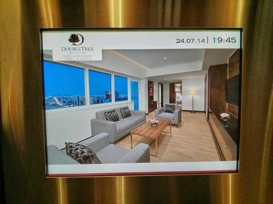DoubleTree by Hilton Hotel & Residences Dubai - Al Barsha: Elevator
