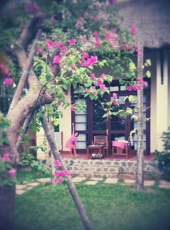 Water Coconut Homestay Villa : 庭に続く扉