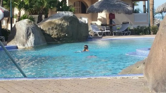 Playa Linda Beach Resort: Pool/chickee