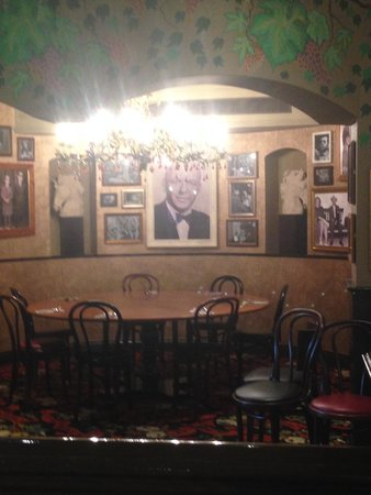 Buca Di Beppo: Lovely atmosphere but well below average food and service