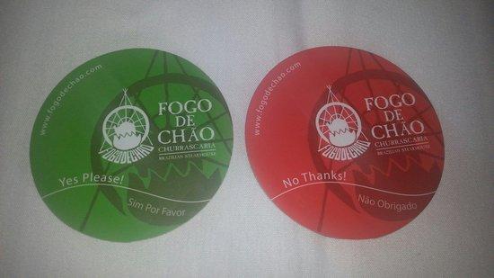 Fogo de Chao Brazilian Steakhouse: Se lasci il dischetto verde i camerieri continuano inesorabilmente a servirti...