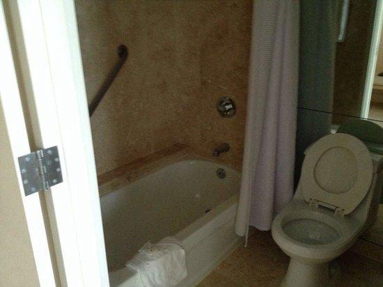 Grand Beach Hotel : banheiro maior