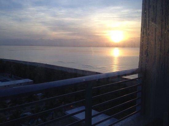 Grand Beach Hotel : nascer do sol vista da praia