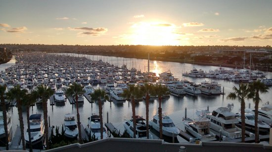 Sheraton San Diego Hotel & Marina: View from our balcony at sunset