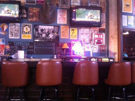 Hey Joe's Records and Cafe: Bar area...great atmosphere