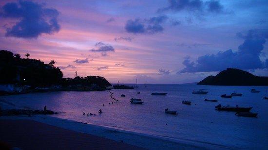 LoBleu Hotel: Coucher de soleil sur la baie de Terre-de-Haut