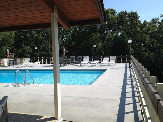 The Secret Bed and Breakfast Lodge : Pool right outside our door..