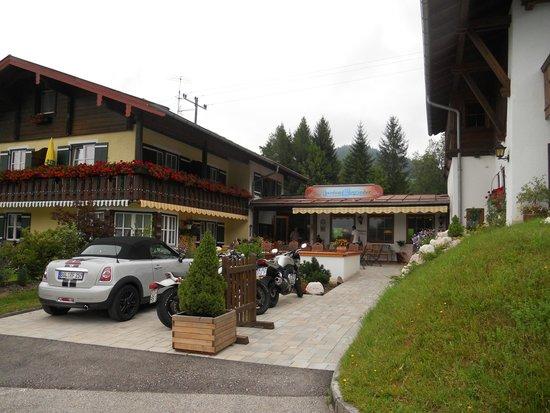 Alpenhotel Bergzauber: Ruhig gelegenes gemütliches Alpenhotel